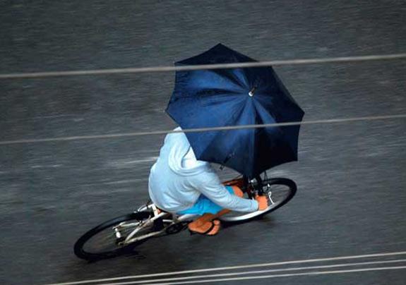 Bicicleta e guarda-chuva
